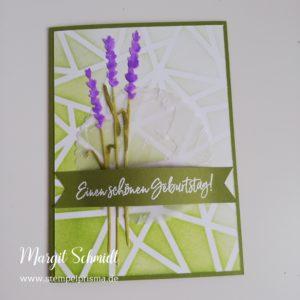 Read more about the article Besonderer Hintergrund mit Schablone + Lavendel